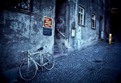 Bicycle in Alley 042