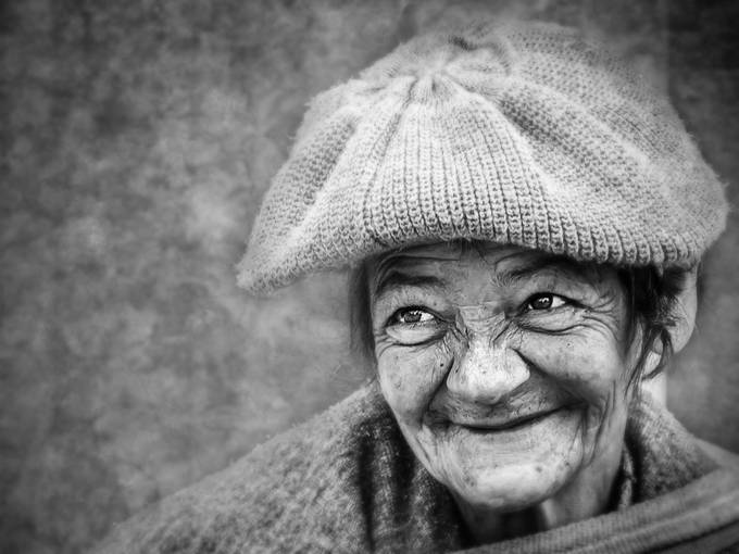 The queen of the streets of Bogota by cosmecastell - Black and White Portraits Photo Contest