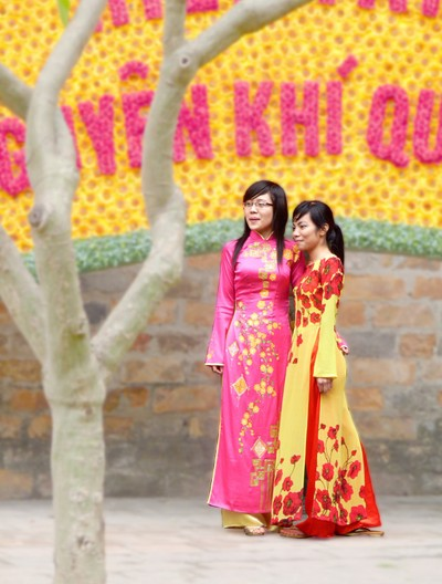 Ao Dai Friends