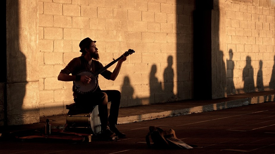 people enjoying a street performer
