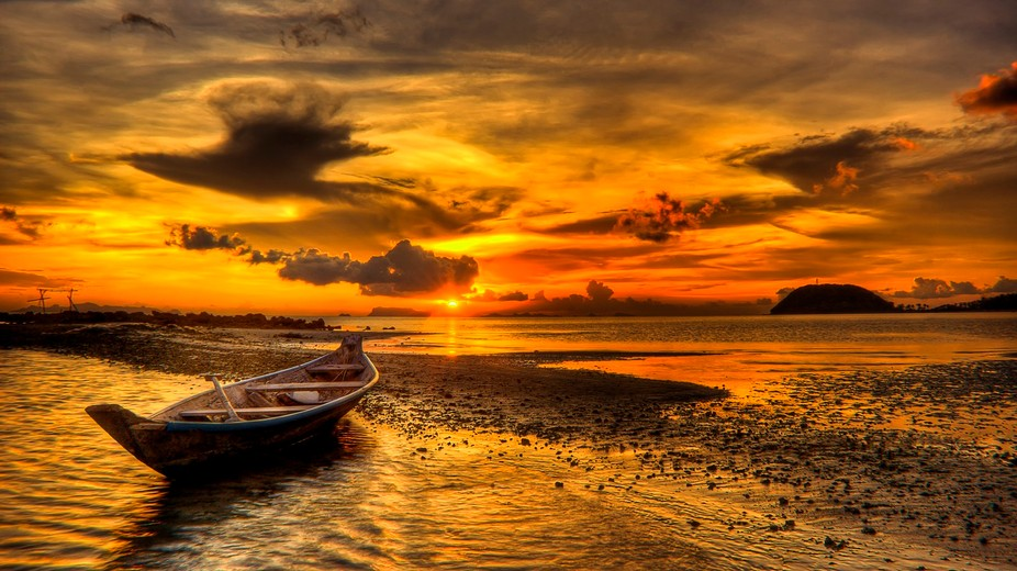 A boat is put to rest for the evening. Waiting for a new day but enjoying the last rays of the wa...