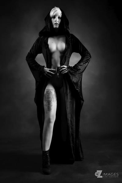 The dark religious | La religieuse noir