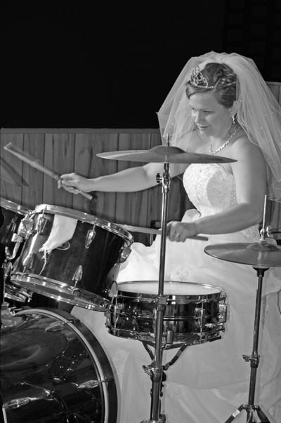 Drumming Bride Blkwht