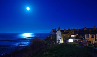 A Bay view Moon