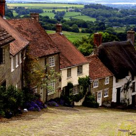 Picture of Gold Hill in Shaftesbury, Dorset, famous for the Boy with the Bike Hovis Adverts on TV