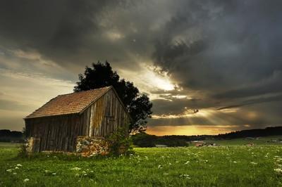 Summer landscape beside of the storm | Paysage d