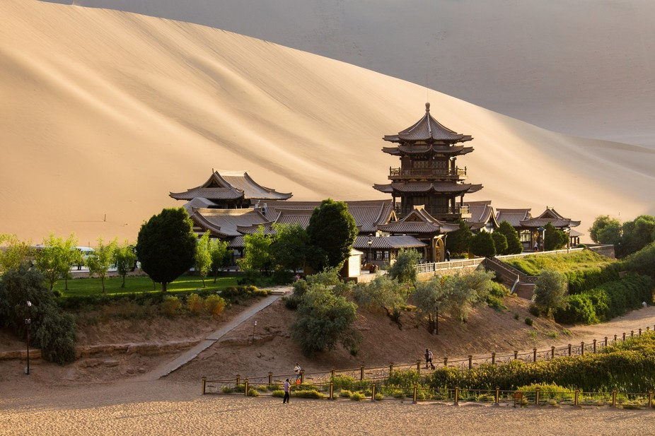 Crescent Lake near Dunhuang in China\'s Gansu Province is a naturally formed crescent shaped lake ...