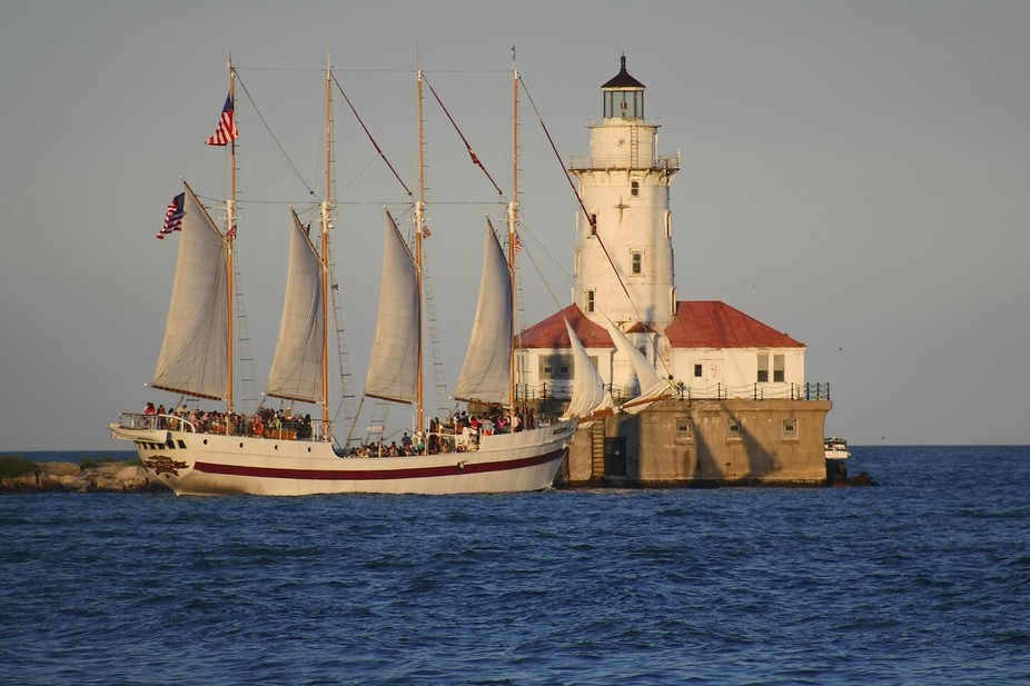 Light House/ Navy Pier in Chicago w/boat