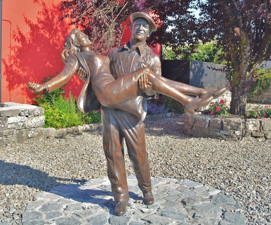 Bronze full size statue of John Wayne & Maureen O\'Hara,