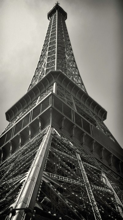 Eiffel_Tower_Straight_Up