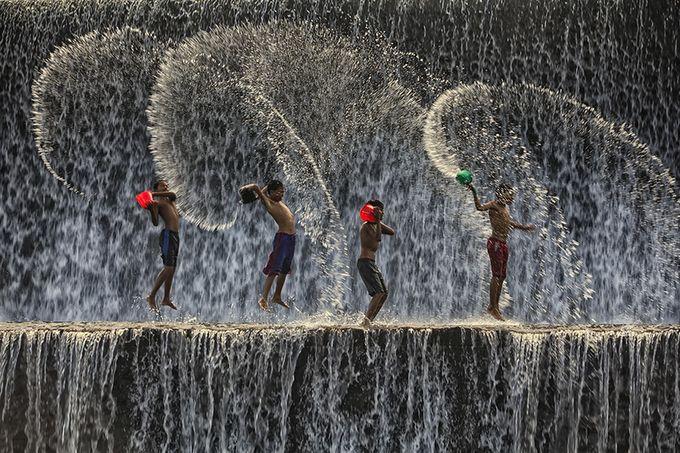 Splashing Time by nyomancolinxsundra - People and Water Photo Contest