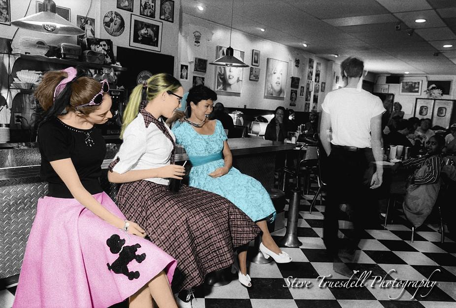 50\'s ladies in Diner