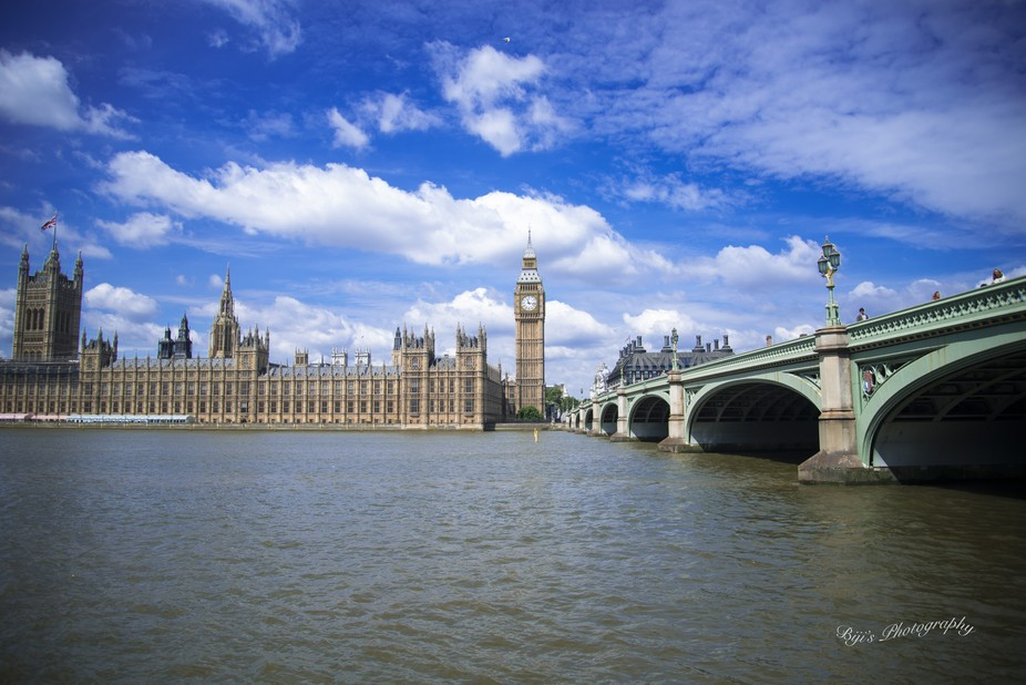 Big Ben at westminister on the banks of river thames