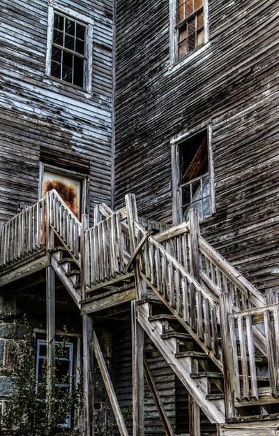 Stairs to rusty door 9704