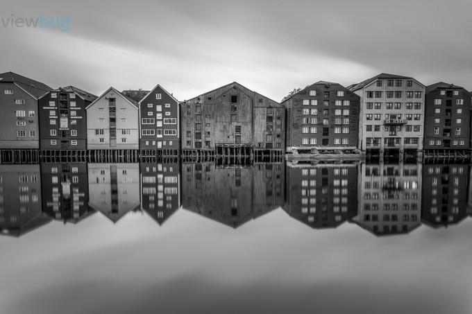 Nidelven Piers by KnutAageDahl