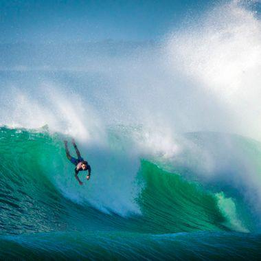 Big surf = yep. Fine weather = yep. Boardshorts = yep. Bugger, I forgot my board. :)