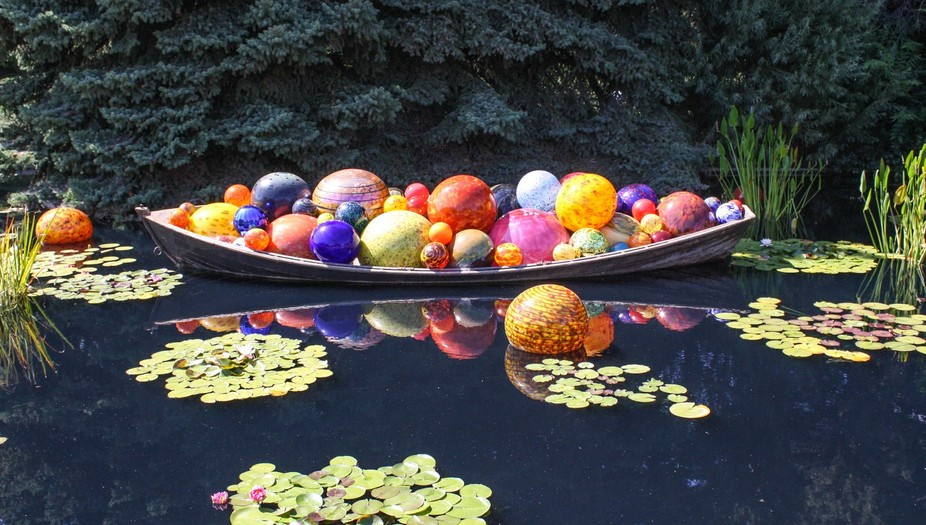 The world renowned glass artist/sculptor, Dale Chihuly, has over 200 venues across the globe, sho...