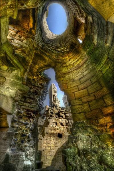 Ruins through the Ruins