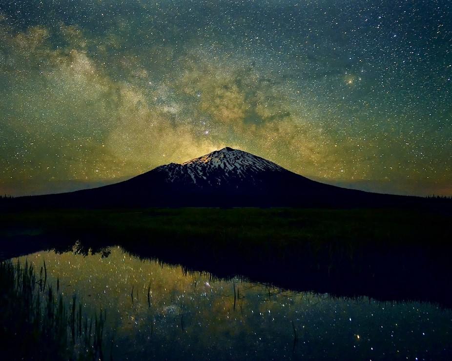 star filled sky over Mt Bachelor outside of Bend, OR