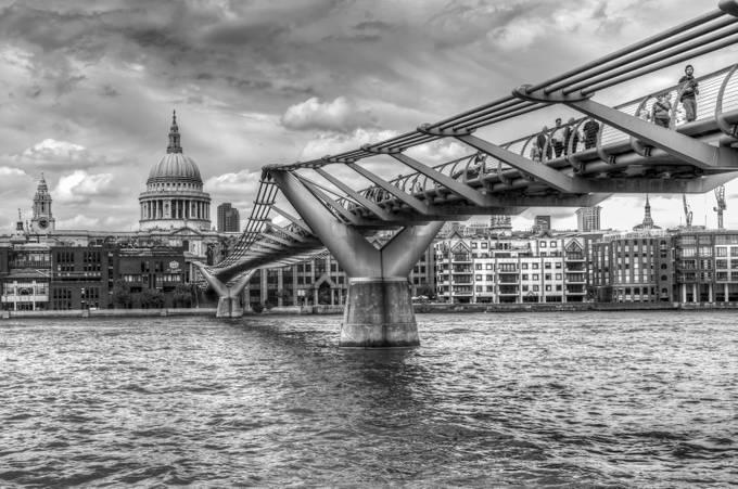 London, Millenium Bridge by patrickyates