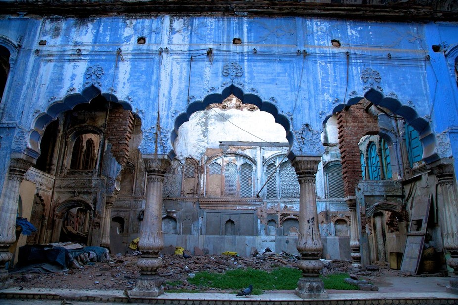 I love to walk around in Old Delhi and I find new exiting places every time !