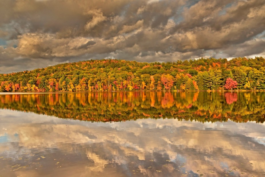 This is an image of a magnificent fall day.