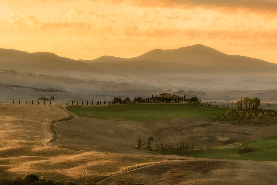 A late summer sunrise in the beautifull Tuscany. The hills are near the city of Pienza. Lee GND 0...