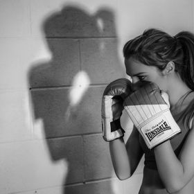 Female boxer starting her workout