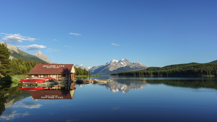 A classic Canadian Rockies capture at Maligne Lake in Jasper National Park.