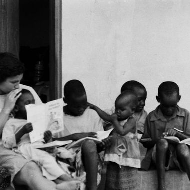 Member of Akia-Ashianut sitting with the local children at the Agule Community Health Center (Uganda)