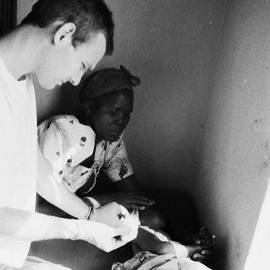 Member of Akia-Ashianut treating a patient at the Agule Community Health Center (Uganda)