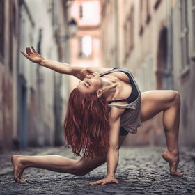 Athlete / Performer Marlo Fisken caught during her european tour in Strasbourg  Photo by HazeKware © HK visuals  Follow me on instagram : @hkvis...