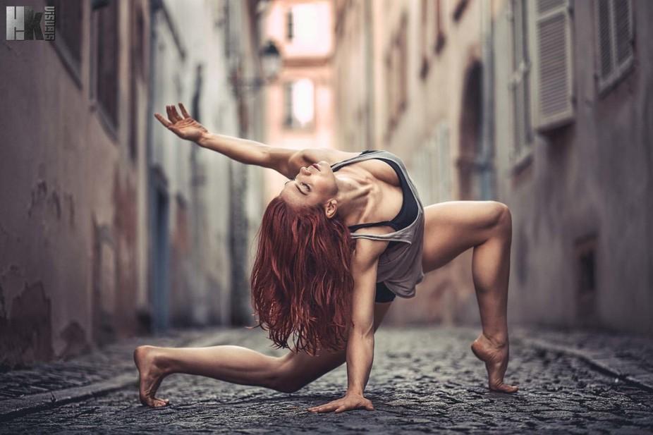 Athlete / Performer Marlo Fisken caught during her european tour in Strasbourg  Photo by HazeKwar...