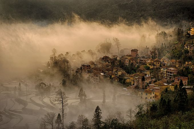 Yuanyang Rice Terrace by favorirouge - Lost In The Fog Photo Contest