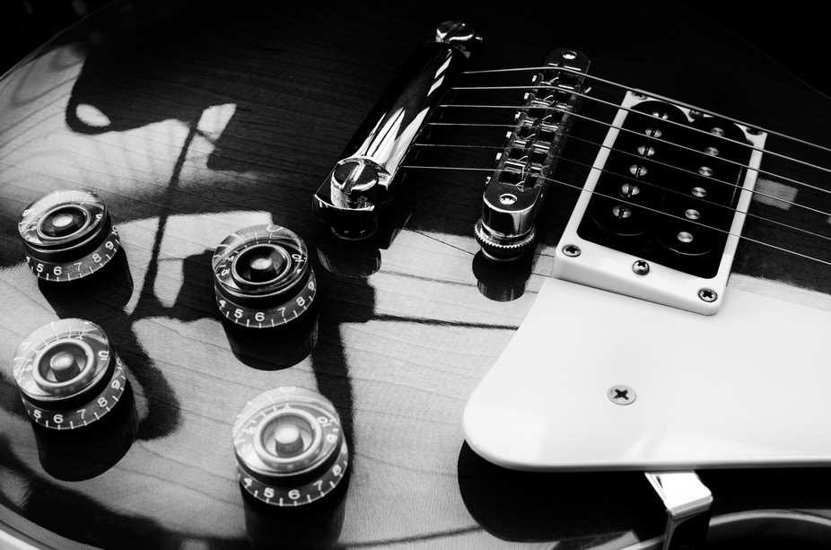 Monochrome image of Gibson Les Paul guitar