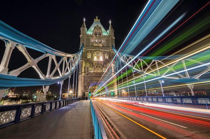 Lights on the bridge by antonyz