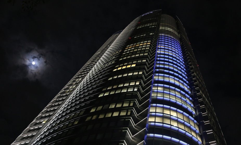 Mori Tower under the Moon ...