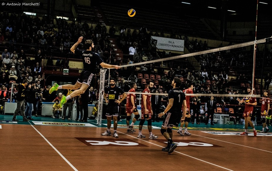 """Uros Kovacevic jumping to spike the """"pipe ball"""" during the warming up.  30.11.2014  CMC Ravenna - Modena Volley"""