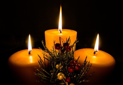 3 Candles and Holly
