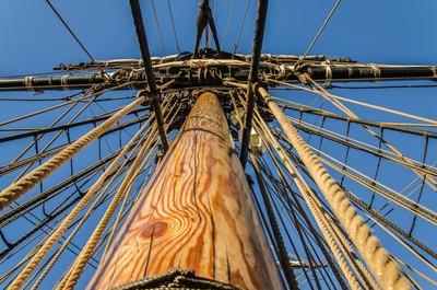 Rigging around the mast