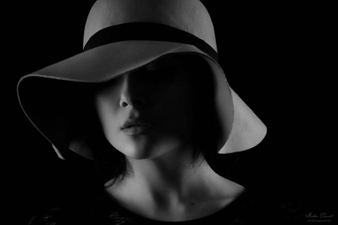 B&W all woman by martinclement - Fill Flash Photo Contest