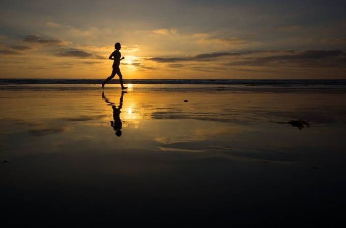 Beach Runner by RobinODonnell - Outdoor Action and Adventure Photo Contest by Focal Press