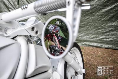 Harley mirrored on a Harley - Harley reflejada en una Harley