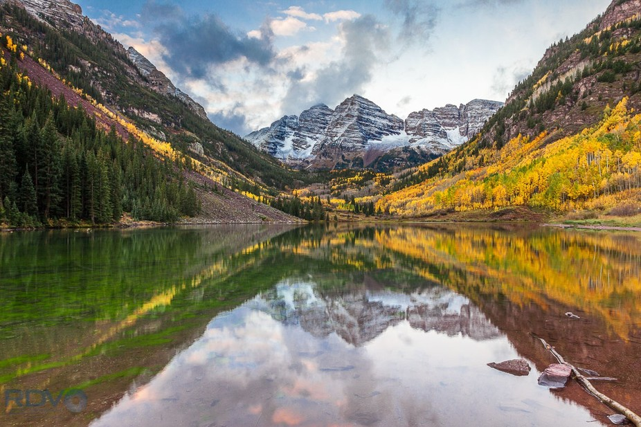 View of Maroon Bells, which are two peaks (Maroon Peak & North Maroon Peak) in the Elk Mounta...