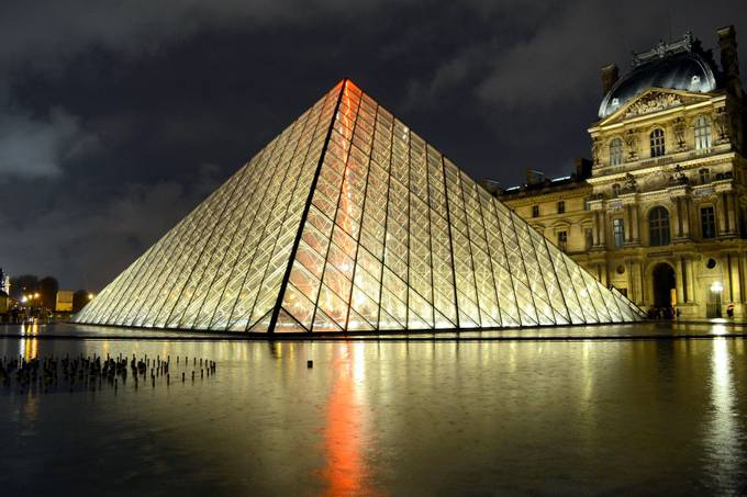 Louvre by sriki - Paris Photo Contest