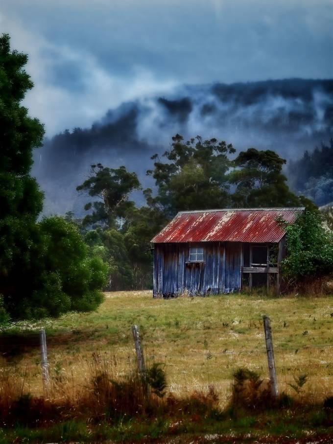 Old Hop pickers hut in Ellendale,Tasmania