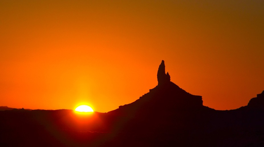 Sunrise. Monument Valley
