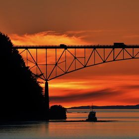 Deception Pass bridge connects Whidbey Island to Fidalgo Island in the San Juan Island chain