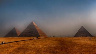 Pyramids_Giza_20071011_079
