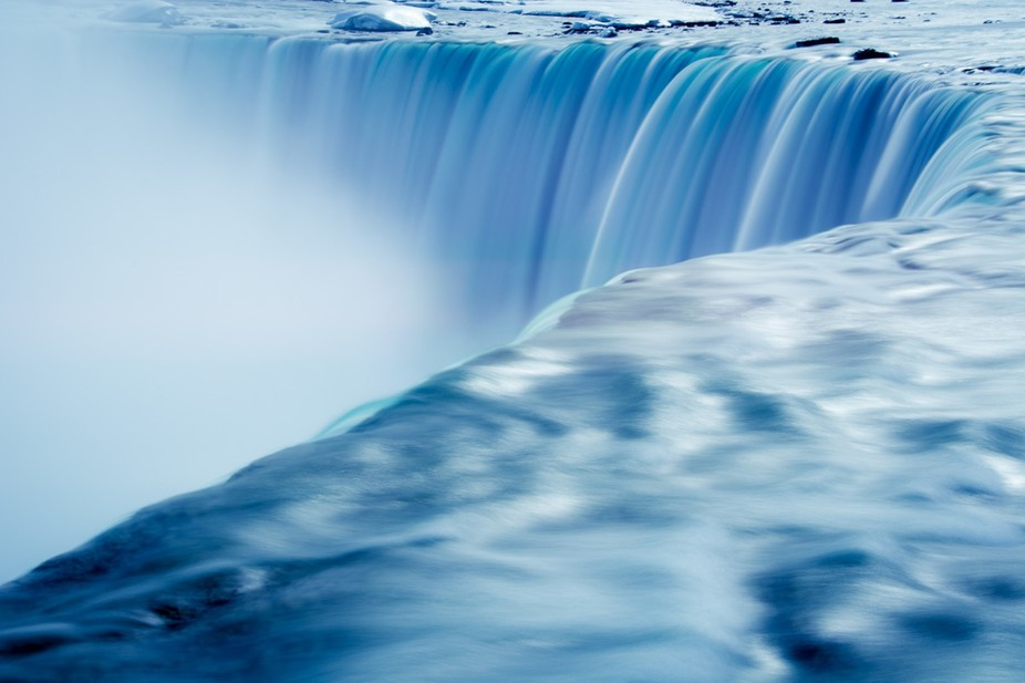 The never ending cascade of the Niagara Falls mesmerises with its magical qualities